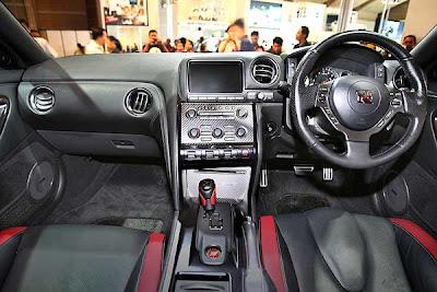 Nissan-GTR-interior