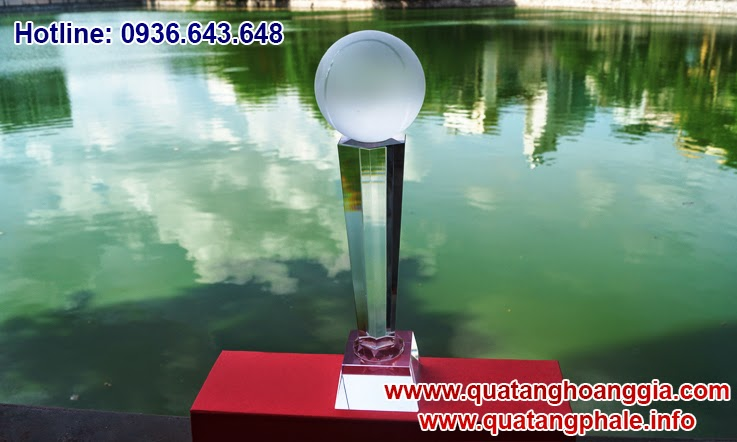 Cúp quần vợt tennis bằng pha lê long lanh tươi mới sẽ là một quà tặng pha lê để tôn vinh các giải thi đấu cúp thể thao
