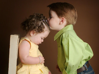 download beautiful photo of baby girl and boy kissing