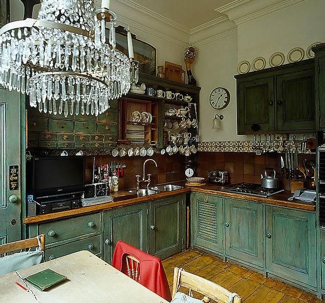 lustre e armários pintura desgastada