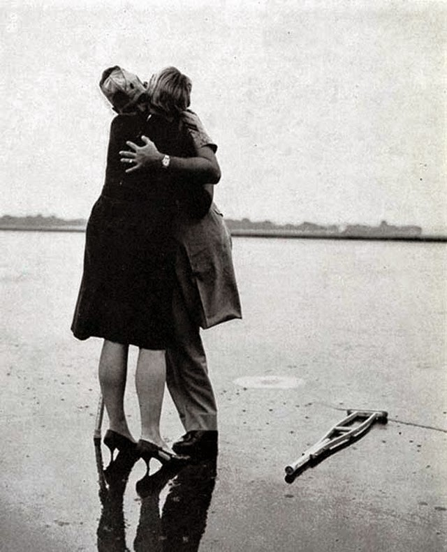 These 20 Romantic Vintage Photos of Military Kisses from the 1940s ...