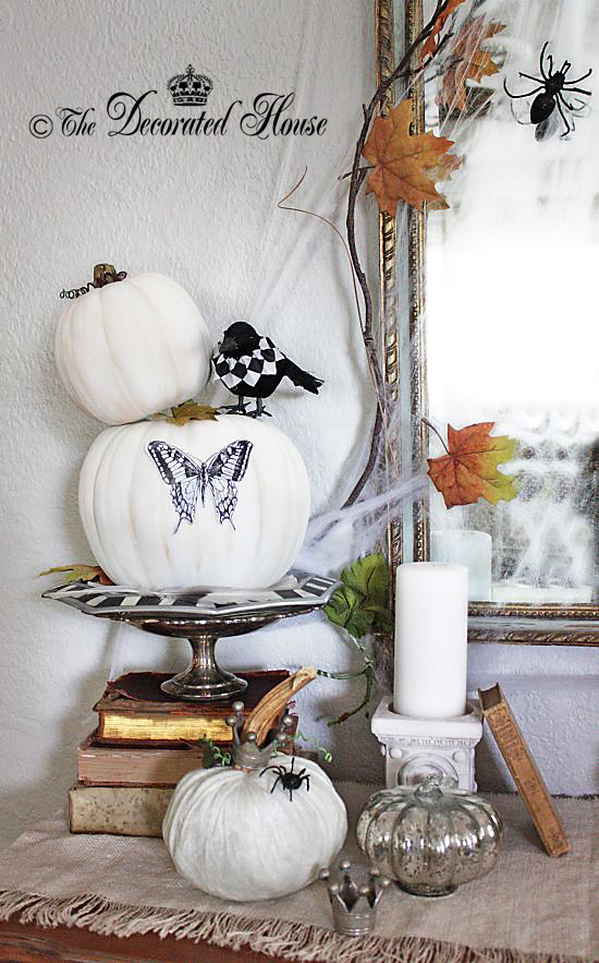 The Decorated House - Halloween Black White Entry Table