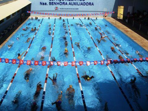 Dingsports primeira competi o de nata o em piscina de for Piscina 9 metros