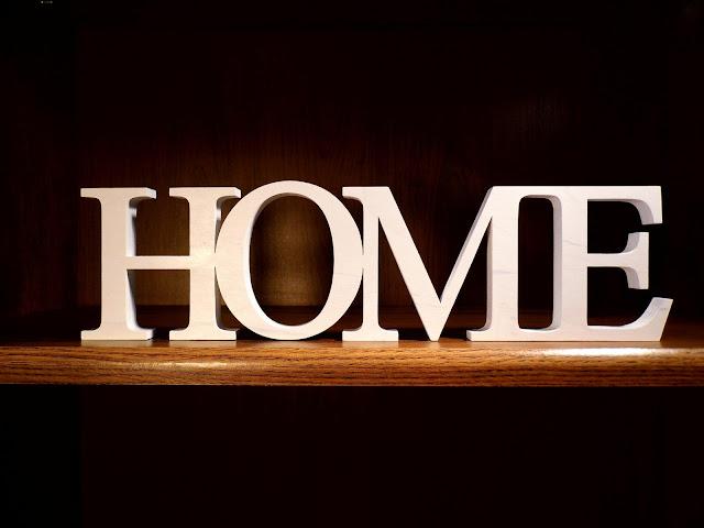 napis-drewno-HOME-biały.jpg