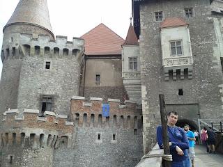 Castelul Huniarzilor:la intrare