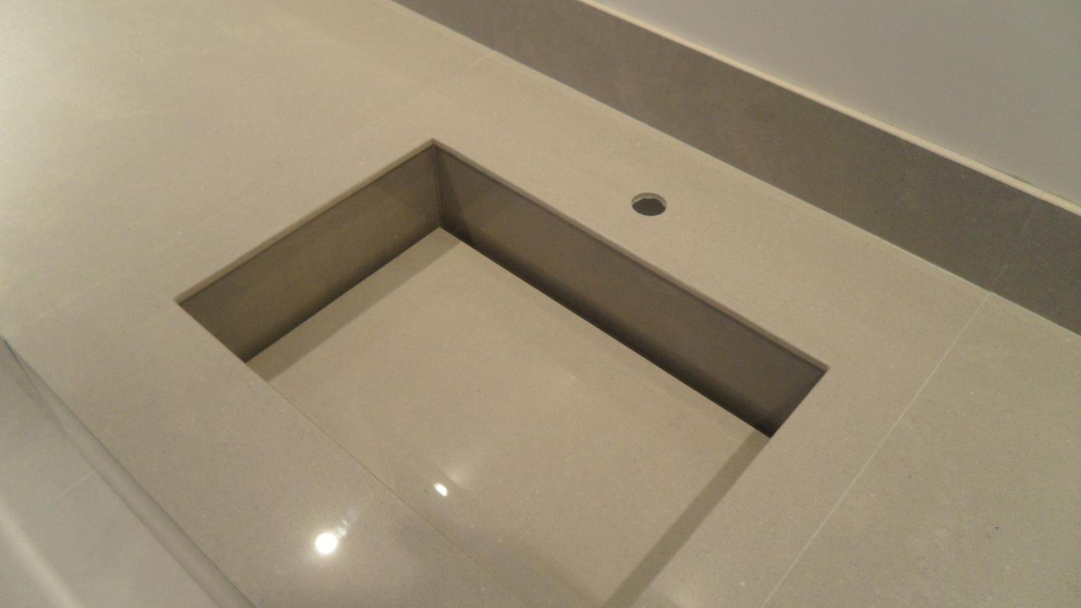 em porcelanato.: Bancada porcelanato 60 x 60 com cuba porcelanato #7D734E 1536x864 Banheiro Com Bancada De Porcelanato
