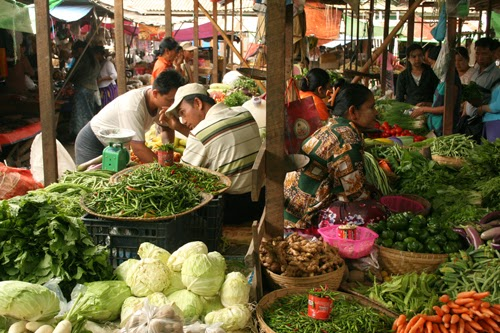 Nyaungshwe's main wet market