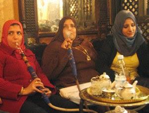 Rokok asal Timur Tengah yang tembakaunya difermentasikan terlebih dahulu. Berasa buah-buahan dan dihisap menggunakan bong. Rokok ini memiliki kadar nikotin dan tar paling rendah.