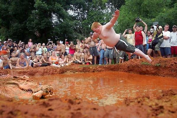 Menyelam dalam kubangan lumpur