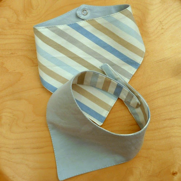 http://applegreencottage.blogspot.com/2014/10/bandana-bib-tutorial-with-free-pattern.html