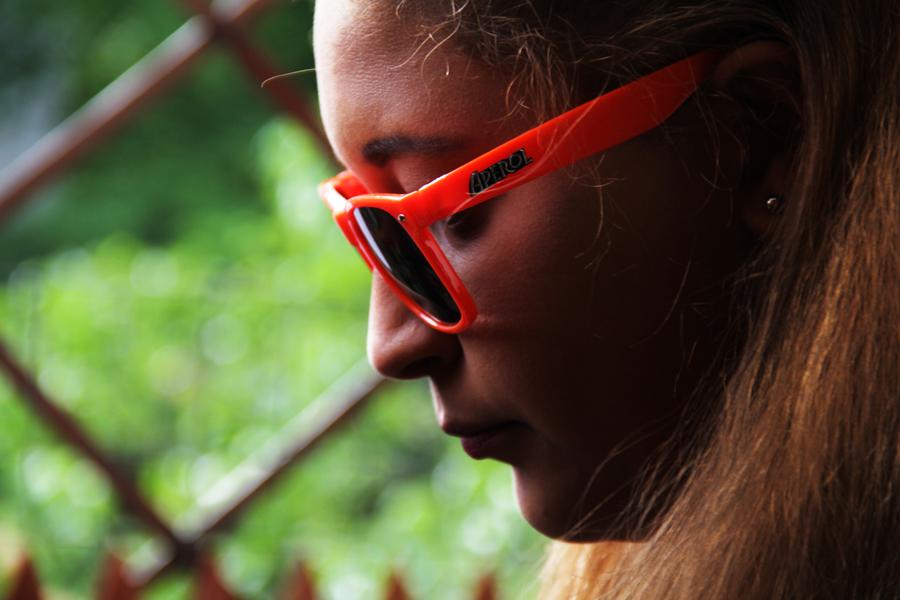 sonnenbrille sommer berlin mädchen detail
