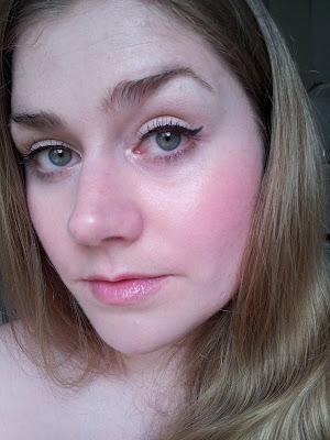 Zarte Farbe für Blondinen, Lippenstifte für den Frühling