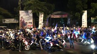 Suasana Bobotoh di depan Pusdai, Bandung
