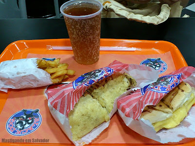 Black Dog: Combo Cheese Dog Gourmet e o Hot-Dog vegetariano