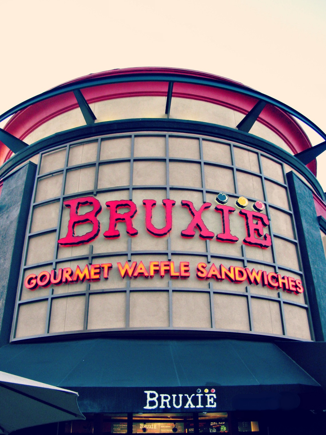Bruxie in Brea Downtown // Exterior