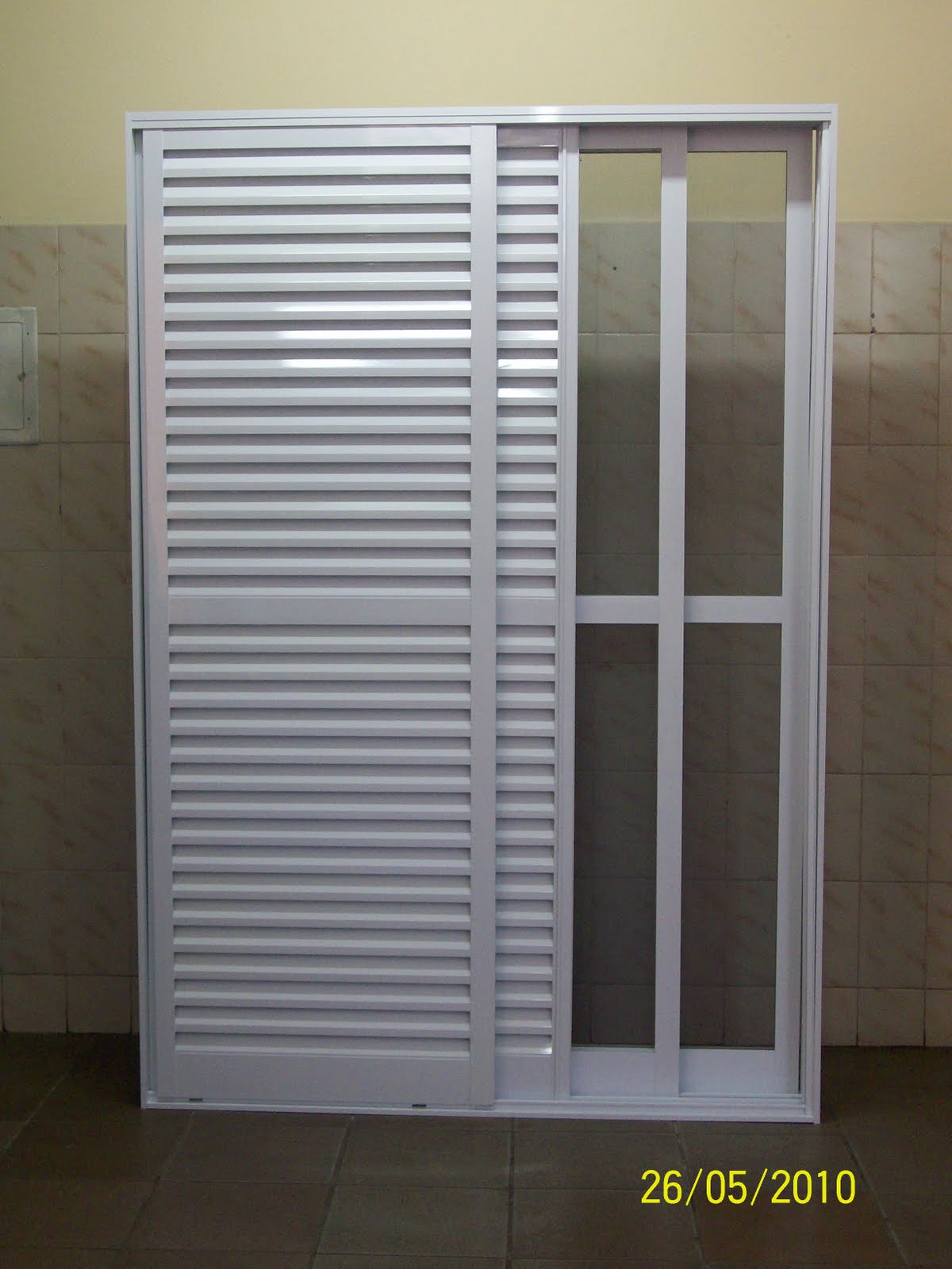 #81764A modelo 12 Porta de alumínio veneziana 2 folhas de correr com tela. 974 Porta E Janela De Aluminio Branca
