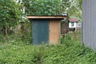 sekolah kandang sapi - kamar kecil