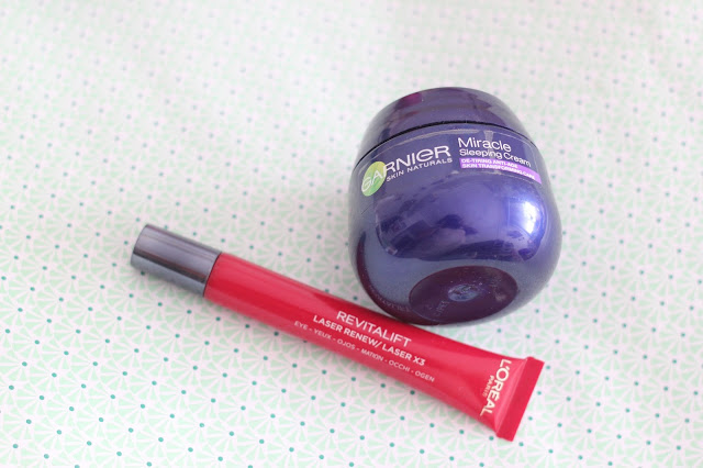photo-rutina-limpieza-cuidado-facial-loreal_paris-revitalif-laser-x3-serum-contorno-ojo