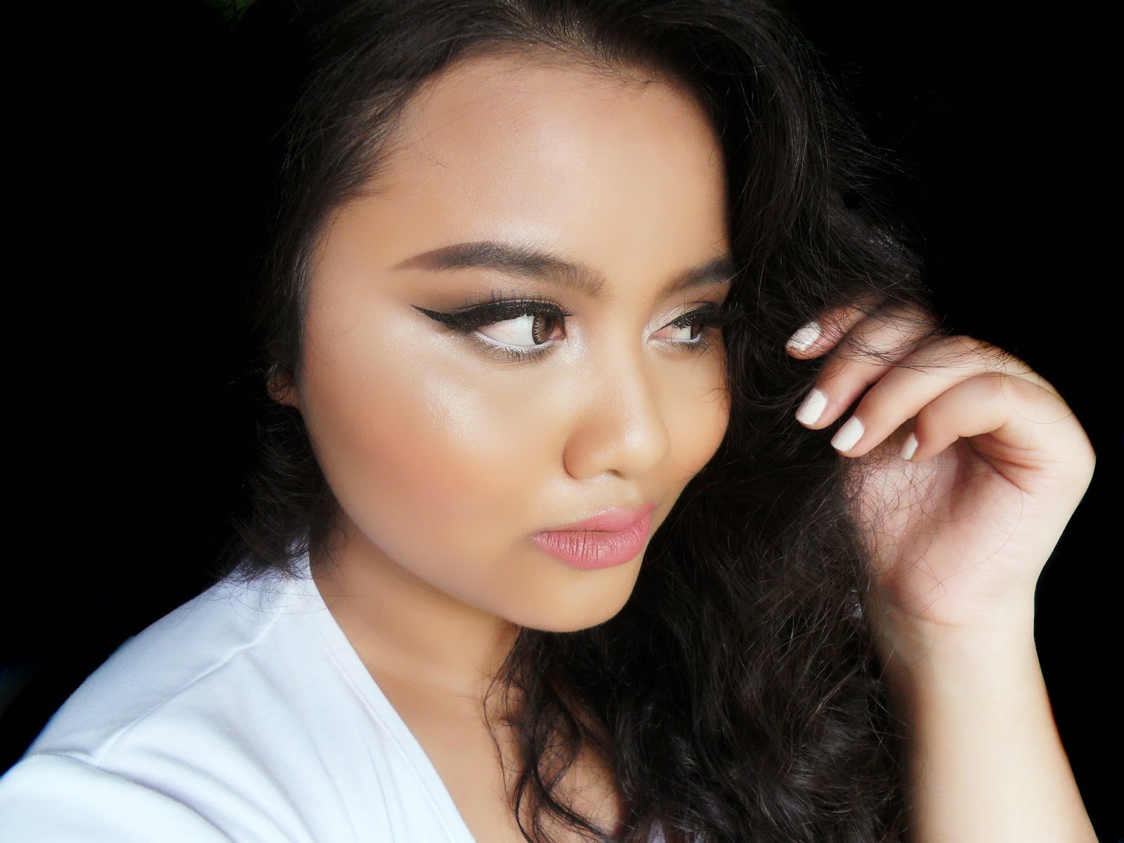 This image shows a full look using Urban Decay Naked 2 palette.