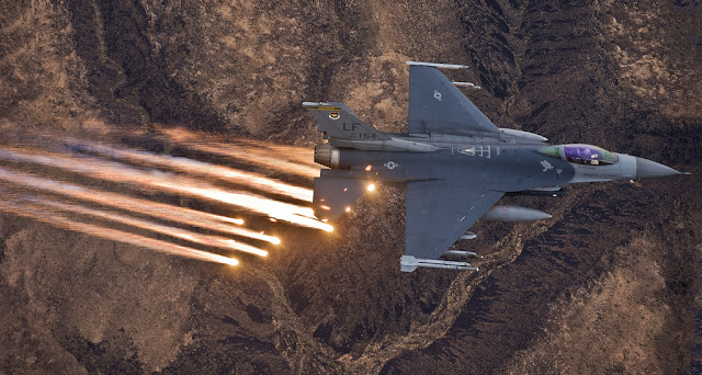 f-16 fighting falcon flares