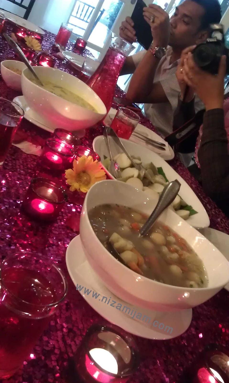 flora kafe, ampwalk, jalan ampang, kuala lumpur, malaysia, lunch, tempat makan, sedap,