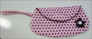 Cluth em tecido poá rosa e marrom