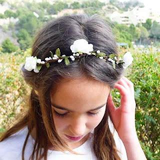 Foto Gambar Anak Perempuan Pakai Bandana Bunga