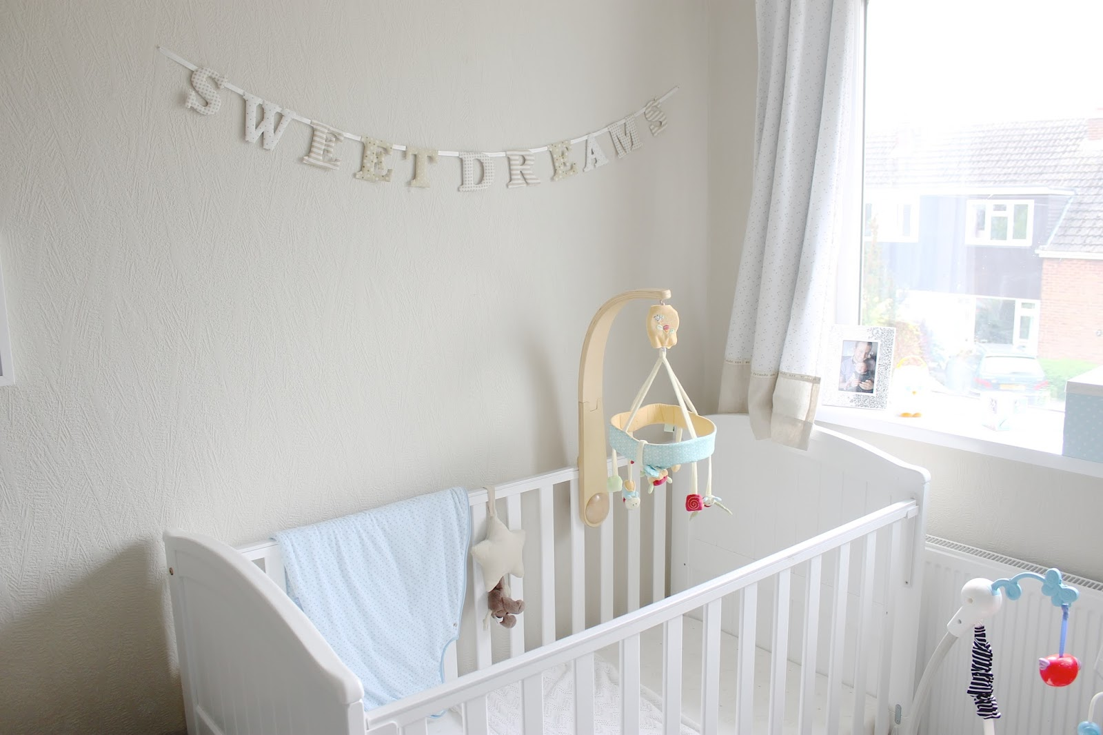 House tour ethans bedroom nursery uk family travel for Baby room decorating ideas uk