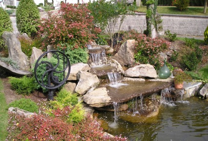 Arte y jardiner a cascadas construcci n de una cascada for Imagenes de estanques caseros