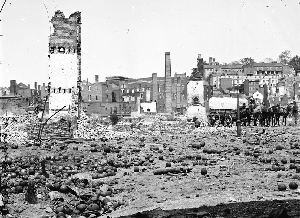 Arsenal destruido en Richmond, Virginia, en 1865