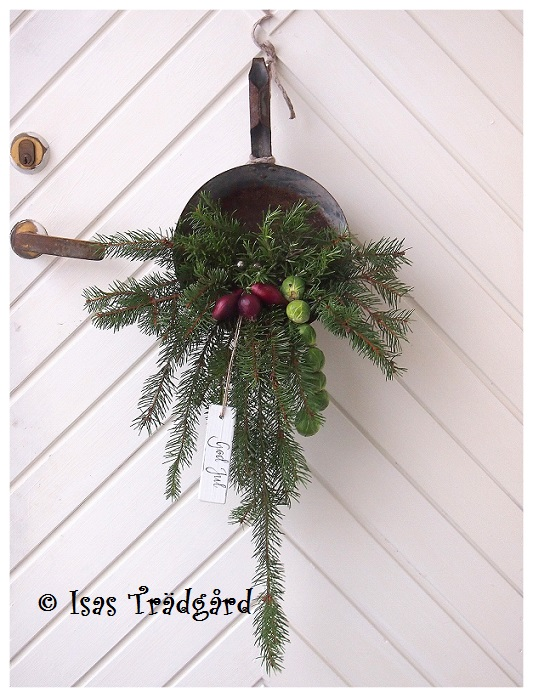 DIY zinkskopa som dörrprydnad till jul