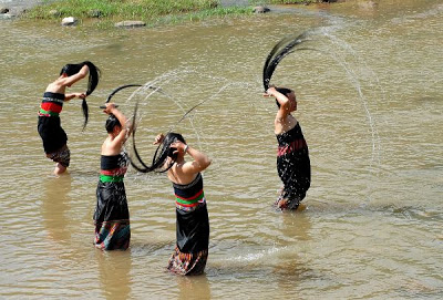 Lễ hội gội đầu dân tộc Thái trên sông Đà