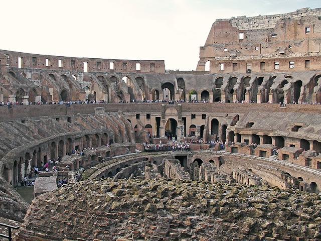 L'intérieur du Colisée de Rome (4)