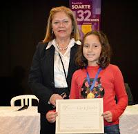 A presidente da Soarte, Edith Sidi, e a também vencedora do Salão Jovem, Sara de Oliveira Pires