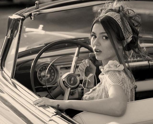 Mujeres y autos