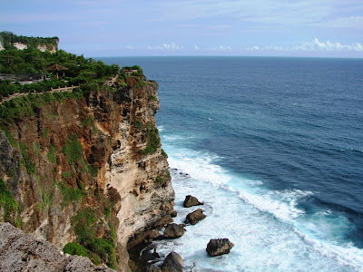 Objek Wisata Pura Luhur Uluwatu Pecatu Bali 2