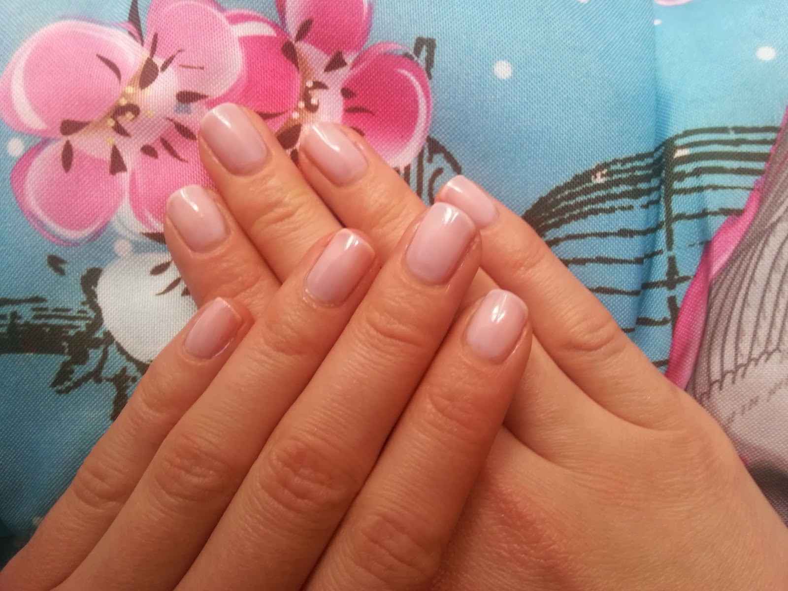 Essence Studio Nails - Pro White Rose Nagellack - www.annitschkasblog.de