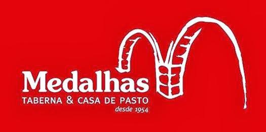 Na rua Serpa Pinto taberna e casa de pasto O MEDALHAS, contatos (351) 966718616 ou (351) 292391026