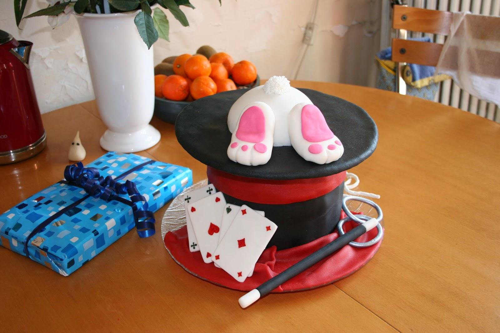 gteau chapeau de magicien et fesses de lapin