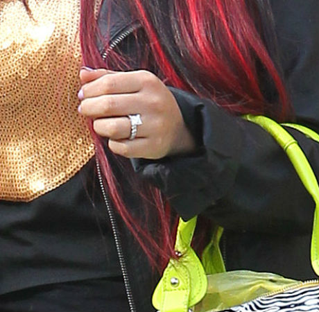 chatter busy check out snooki s 150k engagement ring