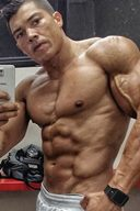 These Gym Rat Love To Show Off Ripped Bodies