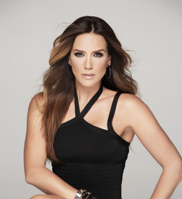 Erika de la Vega Disfruta del Nuevo Programa de Telemundo ' Yo Soy Artista'