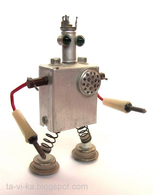 робот из железяк поделка сделан своими руками