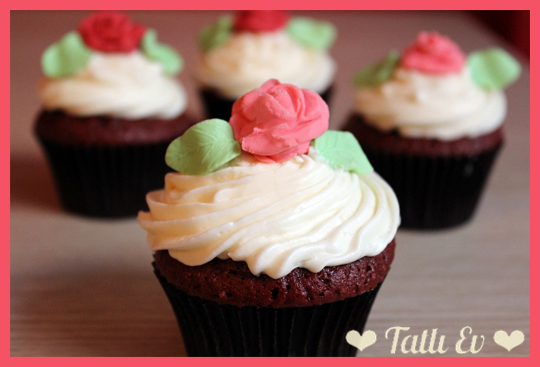 red velvet cupcakes cream cheese frosting bugün meşhur red velvet ...