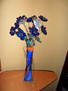 Mireu quines flors més boniques hem fet! reciclant pedretes de vidre velles, .