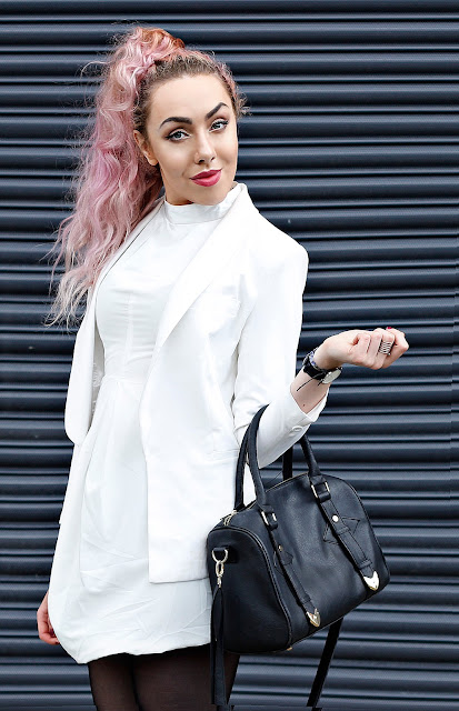 How To Dress Minimalistically In White