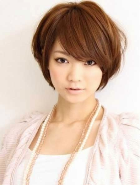 Short Layered Bob for Round Face
