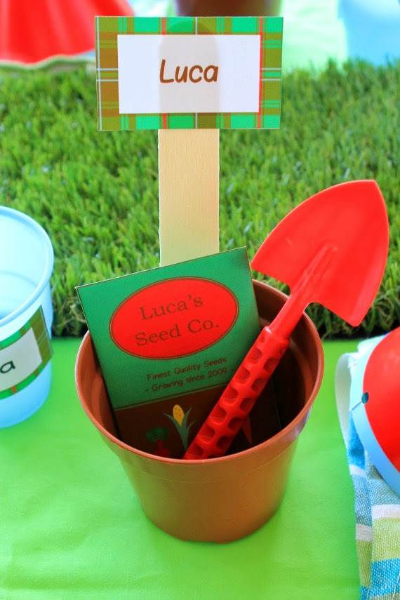 Place setting and party favour at Gardening themed kids party. Such a unique and fun kids party theme. Lots of great party ideas here! www.lovethatparty.com.au