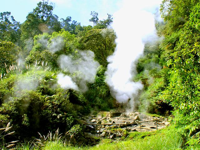 Tempat Wisata Kawah Kamojang  di Garut