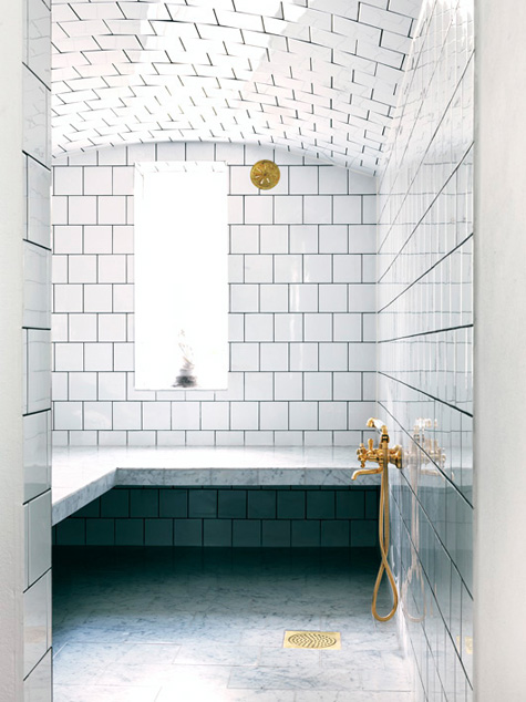White bathroom floor to ceiling marble tiles arched ceiling